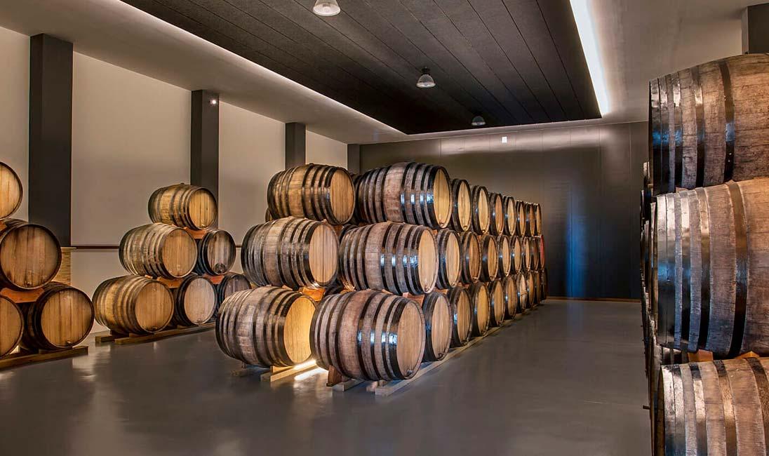 Barricas de vino de Bodegas Monovar